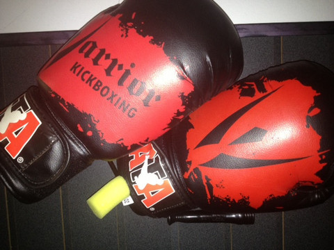 kickboxing-gloves